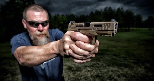 Kyle Lamb of Viking Tactics and Guns and Ammo TV instructing a July 2016 two day Tactical Pistol Course.