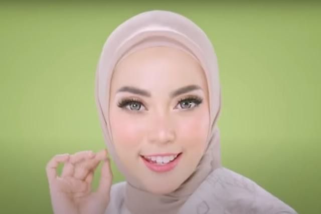 Nama Cewek Hijab Iklan Softex Pantyliner Daun Sirih mirip Syahrini