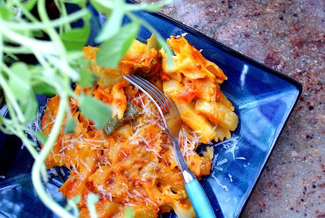 dynia pierzasta,dynia hokkaido,parmezan,cucina italiana,pasta al forno,makaron zapiekany,dania z dyni,potrawy z dynią,szybki makaron,