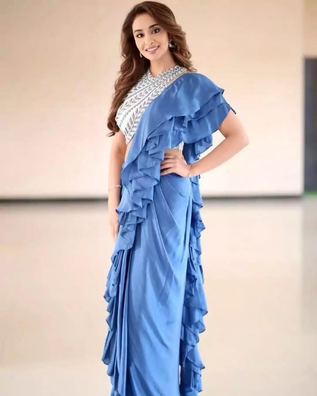 musskan-sethi-in-blue-ruffle-saree