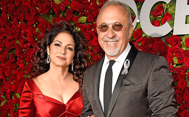 Jane the Virgin - Season 3 - Gloria and Emilio Estefan to Guest