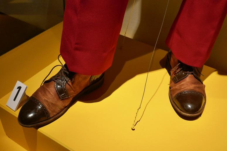 Joaquin Phoenix Joker movie costume shoes