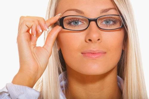 2236ab6910 A que no sabías que los que usan lentes tiene muchas más probabilidades de  ser contratados... Si las personas usan gafas durante la entrevista tienen  más ...