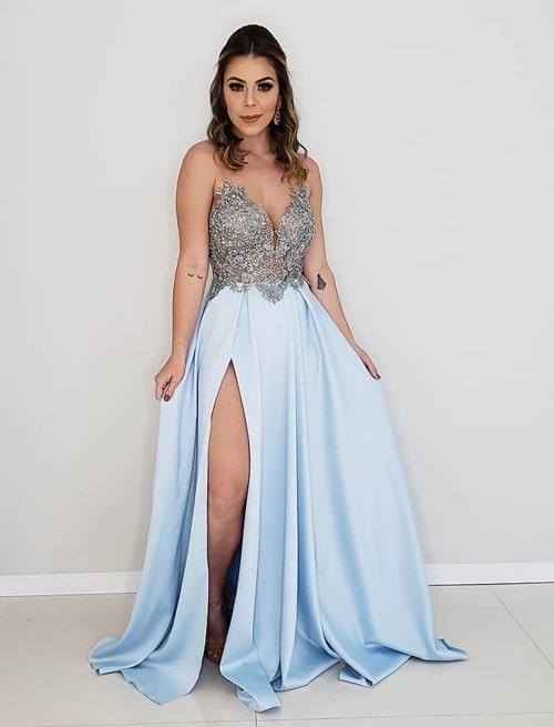 vestido de festa longo azul claro com fenda para madrinha de casamento