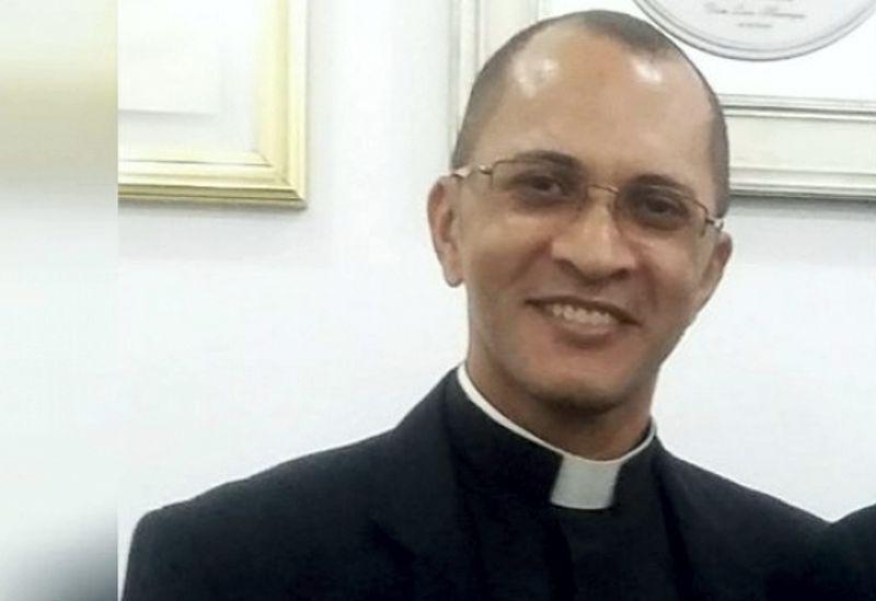 PADRE É PRESO POR ABUSO SEXUAL E CÁRCERE PRIVADO DE JOVEM – VEJA..