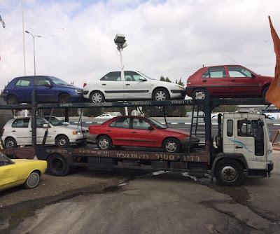 רכבים לפירוק על משאית גרר