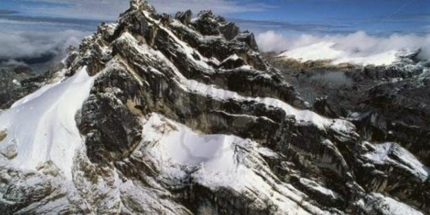 Gunung di Papua Beserta Penjelasan Singkatnya