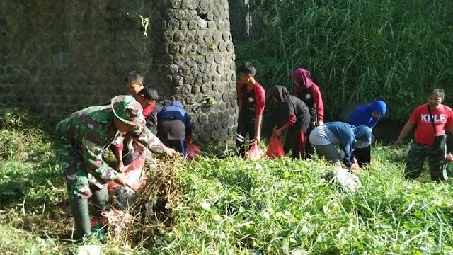 Masyarakat Desa Pasirian Diimbau Tak Buang Sampah di Sungai