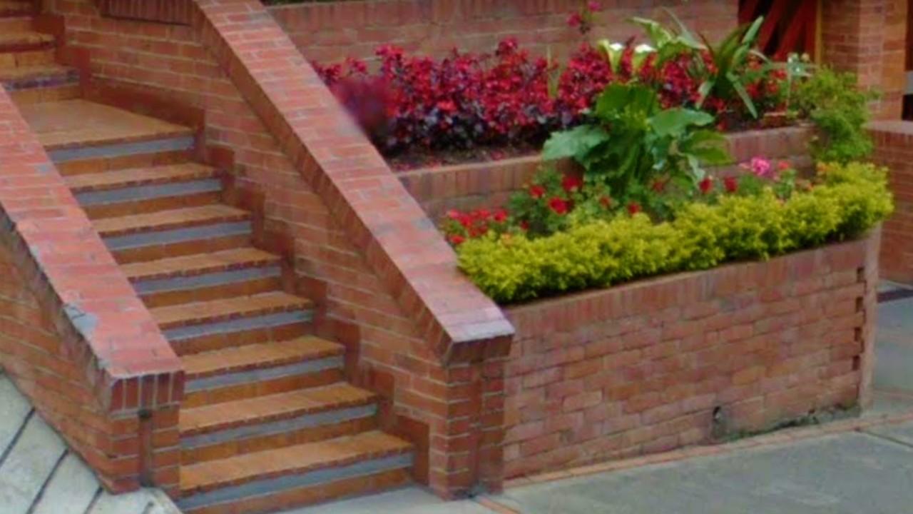 Oh fachadas 3 jardineras de ladrillo para flanquear - Escaleras de ladrillo ...