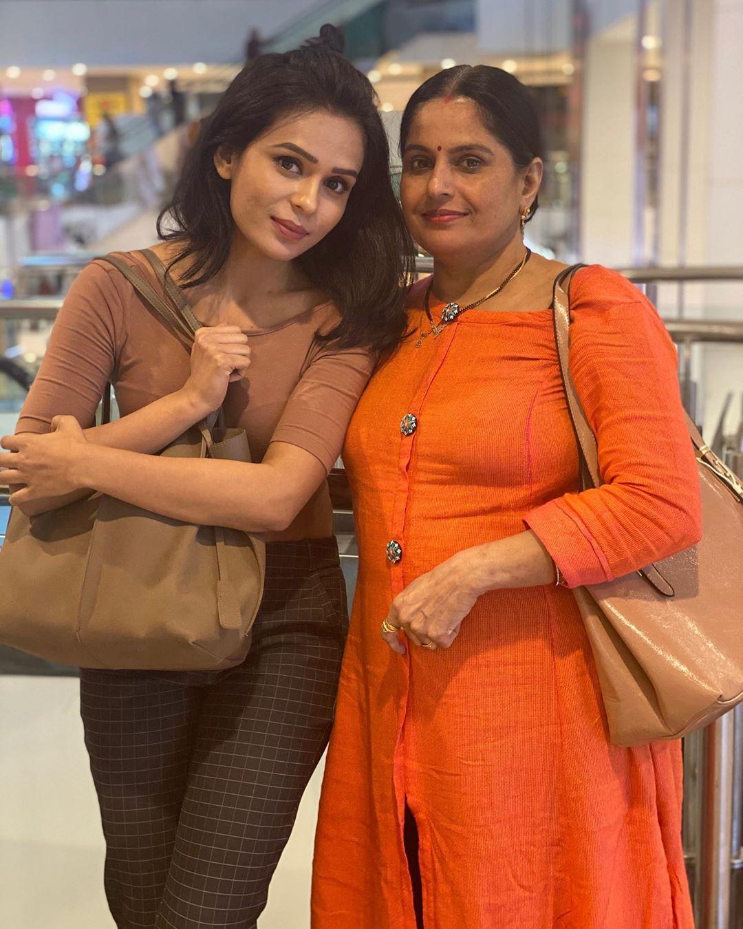 sonal-vengurlekar-family-life-story-in-hindi