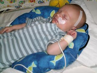 Niklas hat eine Neugeborenengelbsucht und erleidet einen Hirnblutung.