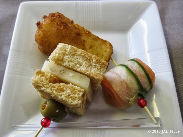 JAL First Class trip report on JL005: Starter consists of smoked salmon, cheese sandwich and fried cheese.