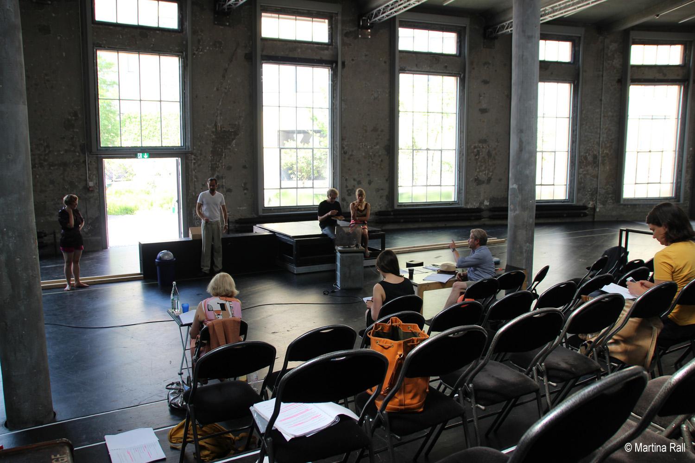 artists in action roland koch bei theaterproben in st gallen. Black Bedroom Furniture Sets. Home Design Ideas