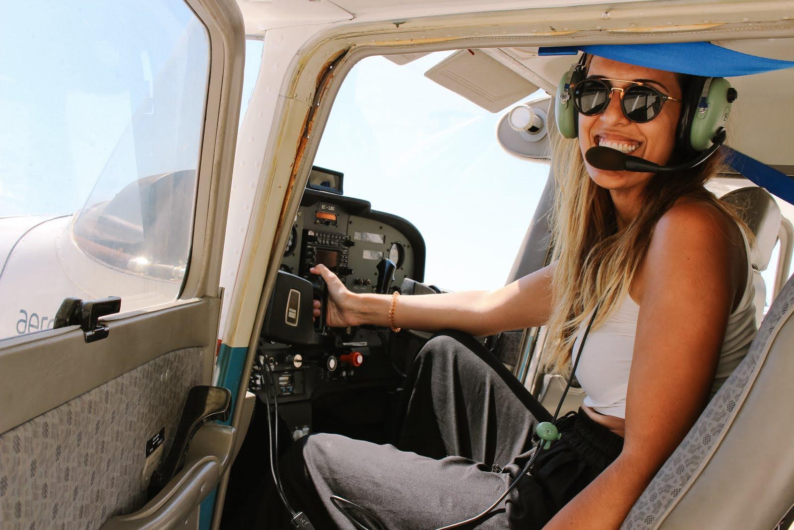 dianamiaus durante el vuelo en avioneta