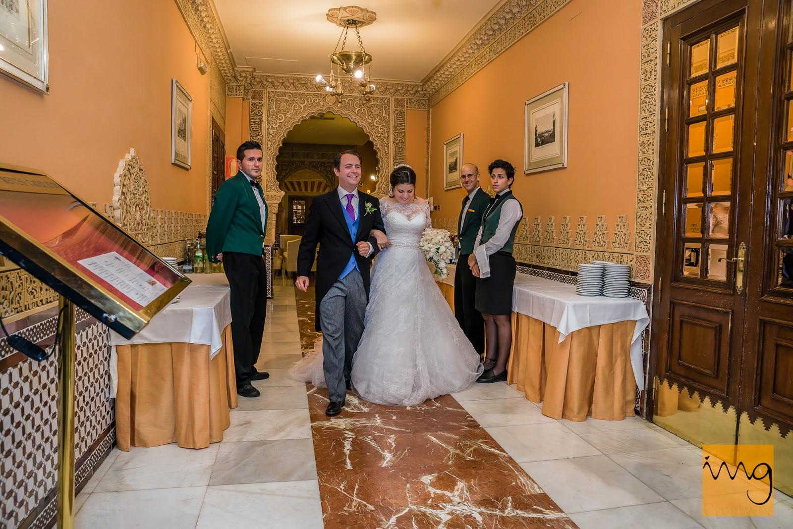 Fotografía de boda, entrada al comedor.