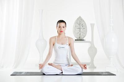 Tập yoga ngồi thiền thư giãn tại nhà