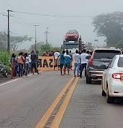 Manifestantes fecham a BR-316 no município de Bacabal