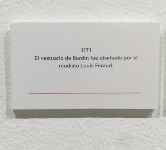 El vestuario de Bardot fue diseñado por el modisto Louis Feraud