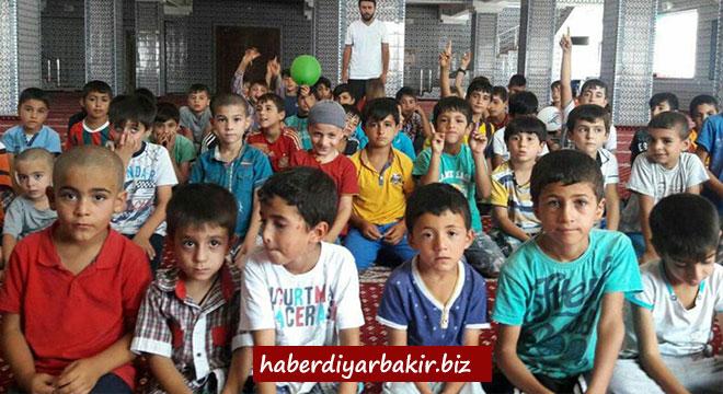 Diyarbakır Hani'de çocuklar namaz için yürüdü