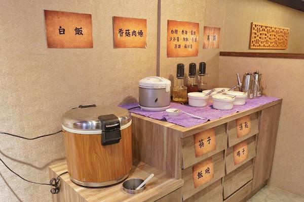 台南安平區美食【老城門佰元鍋物】香菇肉燥飯、火鍋醬料區