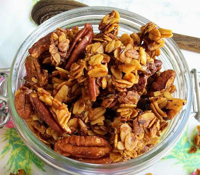 Best Homemade Crunchy Maple Pecan Granola