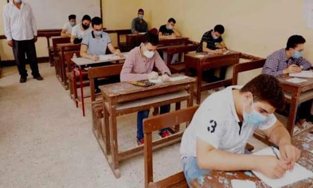 طلاب الثانوية العامة بالبحيرة: امتحان اللغة العربية طويل وهناك أسئلة صعبة
