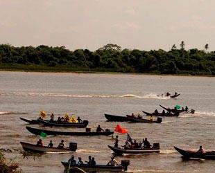 Firmantes de Delta Amacuro se movilizan en canoas para validar