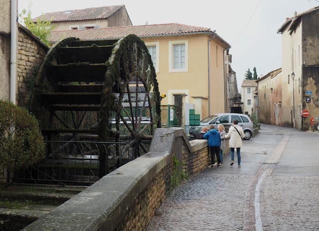 Иль-сюр-ла-Сорг – водяное колесо (Ile-sur-la-Sorgue - water wheel)