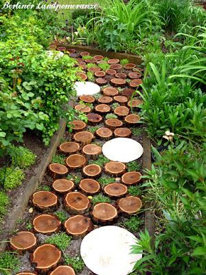 Gartenpfad aus Baumscheiben