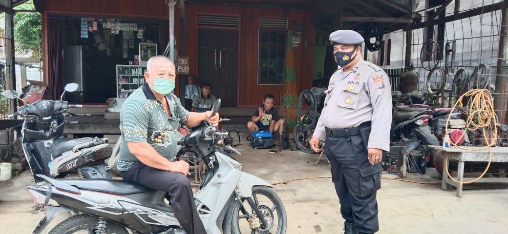 Sembari Sambangi Warga, Anggota Polsek Teweh Timur Sampaikan Sejumlah Imbauan