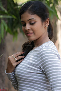 Actress Chandini in ed Tight Top at Ennodu Yilayadu tamil movie press meet ~  25.jpg
