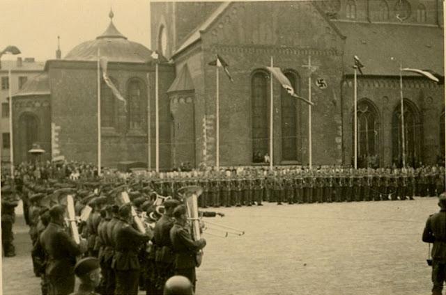 28 августа 1943 года. Рига. На Домской площади (во время немецкой оккупации)