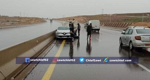 إنحراف سيارة بالطريق السيار تخلف 3 إصابات بالشلف