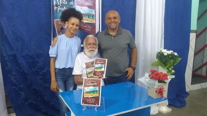 """Lançamento do livro """"Apenas um Rabiscador"""", autor: Evandro Mota de Andrade"""