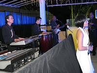 The full band performing live during dinner