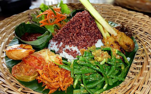 5-Rekomendasi-Wisata-Kuliner-di-Bandung-yang-Harus-Kamu-Coba