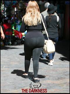 Señora guapa calzas pegadas caderas nalgas