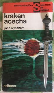 Portada del libro Kraken acecha, de John Wyndham