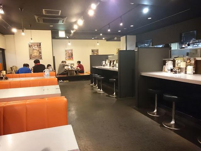 らあめん花月嵐 浦添国道58号店の店内の写真