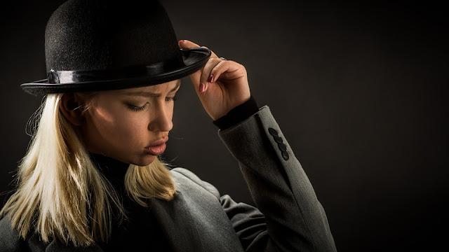 Secret Agent Woman :: Canon EOS5D MkIII | ISO200 | Canon 85mm | f/4.0 | 1/160s