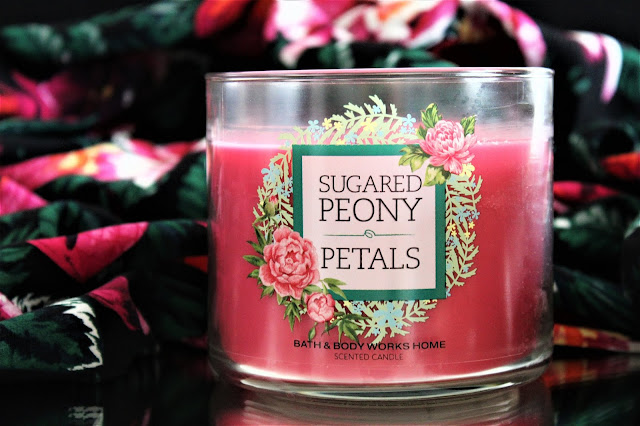 Bath & Body Works Sugared Peony Petals avis, bath and body works candles, bougie bath and body works, bath and body works france, bath body works sugared peony petals, sugared peony petals, bougie parfumée 3 mèches, blog bougie