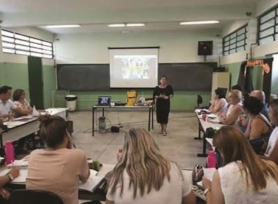 Professores da Escola Fábio Barreto recebem capacitação da Maleta Juventudes