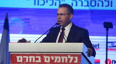 El ministro de Seguridad Pública israelí, Gilad Erdan, está promoviendo una nueva legislación que ordene a Facebook eliminar los mensajes que Israel considere que incitan la violencia. Si el proyecto de ley se aprueba, los especialistas se preguntan cómo podrá ser aplicada.