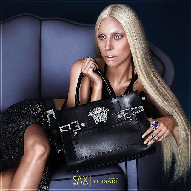 Lady Gaga e as bolsas Palazzo, da Versace