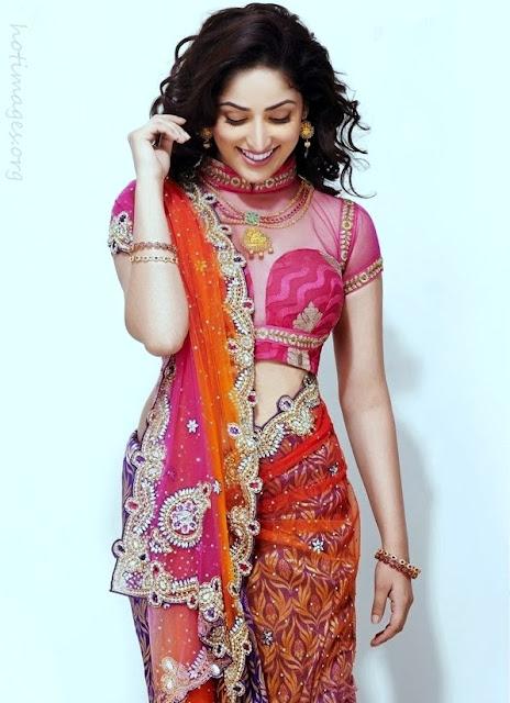 Yami-Gautam-In-Beautiful-Full-Sari