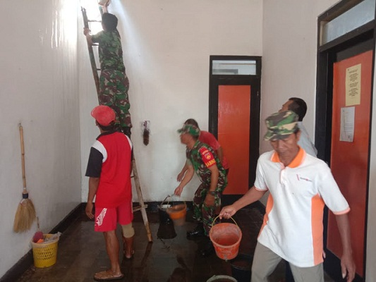 Kantor Pos Juwiring Kebakaran, Babinsa Dan Warga Bantu Padamkan Api