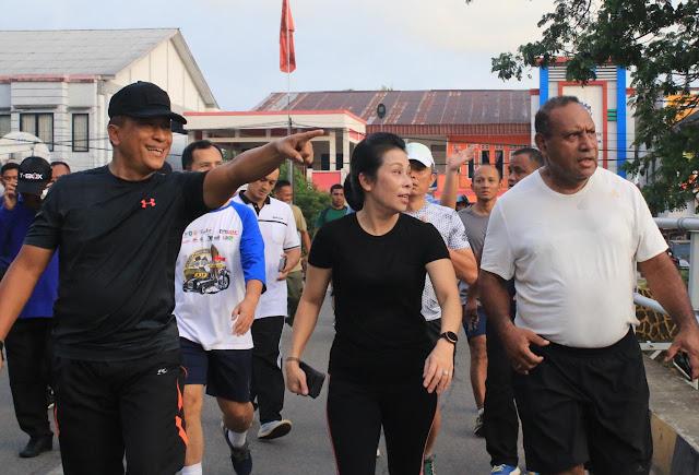 Mayor of Singkawang Welcomes Residents