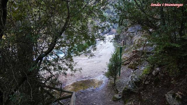 Escalones cerrada Elías, río Borosa, Pontones, Sierra de Cazorla, Jaén, Andalucía