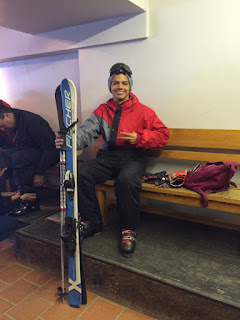 Preparando os equipamentos para esquiar na neve em Bariloche