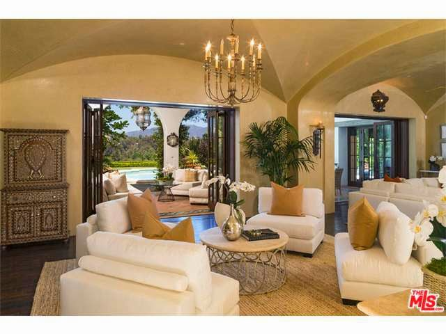 Mansion Living Room >> Tricked Out Mansions - Showcasing Luxury Houses: Pacific Palisades Million Dollar Gem